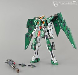 Dynamite Gundam Built & Painted MG 1/100 Model Kitの画像